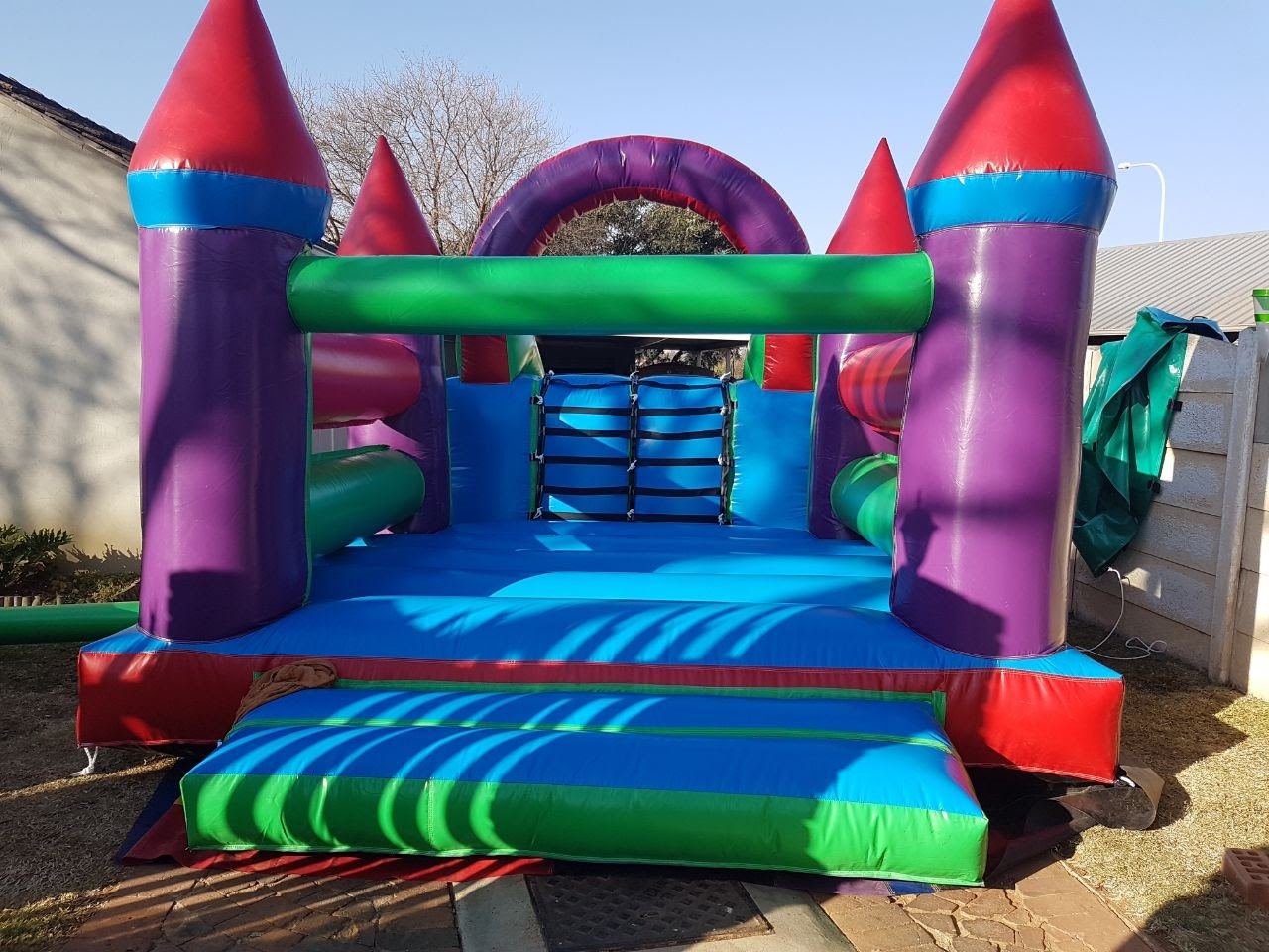 Funstation R550 (4m x 7m) View 1